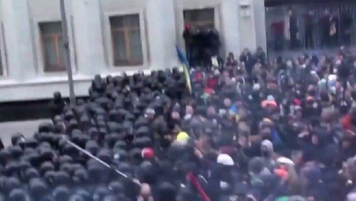 This is not Iran, This is Ukraine. این ویدیو رو توی یوتیوب دیدم دلم نیومد بزارم ... توی بلاد کفر، مردمی که ناراضی هستند و خشمگین هستند و اعتراض میکنن با گلوگله و سرکوب شدید مواجه نمیشن، مامورها حتی مردم رو نمیزنن ... فقط خواستم با اعتراضات مردم خودمون مقایسه کنم که از طرف تمام کسانی که توی ایران مقامی دارن تهدید شدن ... واقعا ایران دیگه جای موندن نیست وقتی اینترنت ابزار کنترل مردمه ... کلی ضرر حتی بیشتر از بنزین به کلی شرکت و مردمی که با اینترنت کار میکردن وارد شده ... احتمالا بعدا یه امار در بیاد که مثلا اینقدر ضرر با قطعی اینترنت وارد شده، این امار رو ده و صد برابر کنین، چون خیلیا توی اینترنت کارشون ثبت شده نیست ... توی این ویدیو خبرنگارها حضور دارن چون نیروها جوری رفتار نمیکنن که بترسن منتشر بشه ... مثل ایران نیست که نت رو قطع کنن تا خبرهای مردمی منتشر نشه و خبرگزاریهای داخلی هم فقط از بارش برف و باران بگن ... توی این ویدیو آدم دلش واسه اون نیروهای ضد شورش میسوزه ... حالا حتی اگه حق با مردم باشه ... توی ایران آدم دلش برای اعتراض کننده ها میسوزه که واقعا حق دارن ... #iran #iran #ukraine #iranprotests #ایران #عراق #اعتراض #اعتراضات_سراسری #شورش #قیام #اینترنت #internet #freeiran